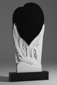 Памятник Лебедь с большим сердцем